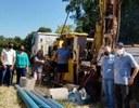 Presidente do Legislativo acompanha os trabalhos de perfuração de poço artesiano.